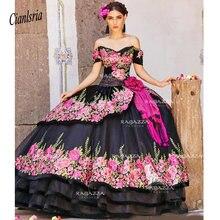 Czarna suknia balowa Quinceanera suknie Off The Shoulder dekolt zroszony wielowarstwowa Sweet 16 sukienka Sweep pociąg Organza kwiat Appliqued
