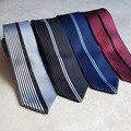 Lingyao Nuevo Diseñador de Moda del Lazo de Los Hombres Flaco Corbata Panel Medio Sólido con Medias Rayas Verticales