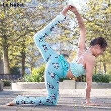 sexy Frauen in sehen durch Yoga Hosen