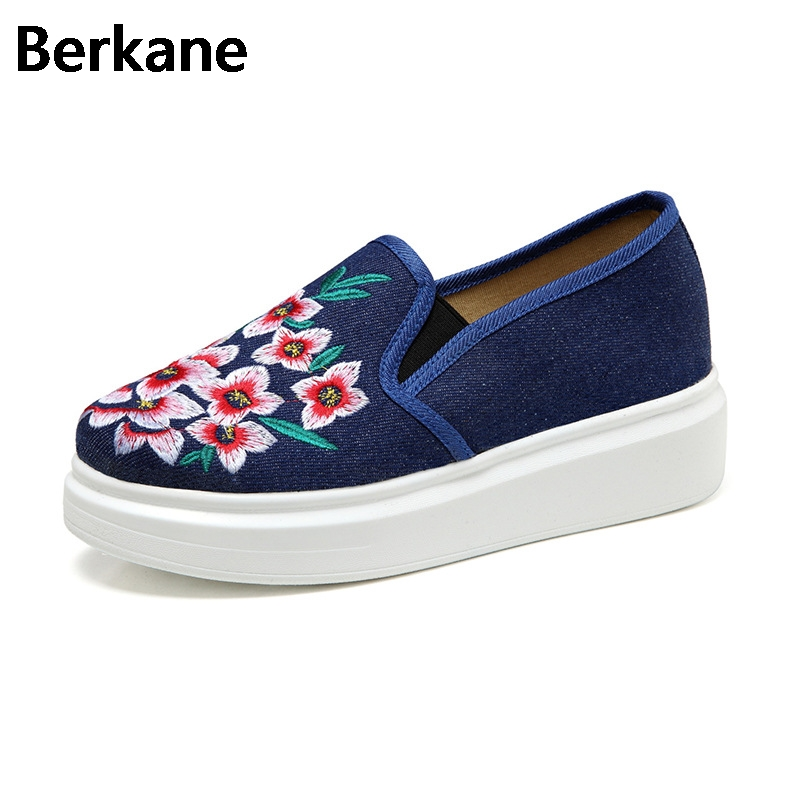 Chinese Shoes Women Denim Flowers Embroidered Canvas Shoes Female Slip On Fashion Casual Pedal Shoes Zapatos Mujer Comfortable vintage embroidery women flats chinese floral canvas embroidered shoes national old beijing cloth single dance soft flats