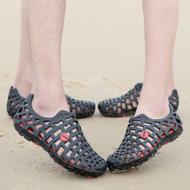Summer Water Couples Hollow Out Beach Sandals Black Blue Gray Men Shoes Pink Red Women Shoes Unisex Aqua Shoes Garden Hole Shoes