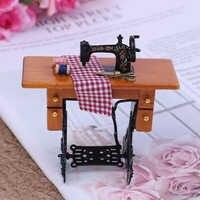 2019 holz Miniatur Möbel Familien Vintage Miniatur Nähen Maschine Mit Tuch für 1/12 Skala Puppenhaus Dekoration