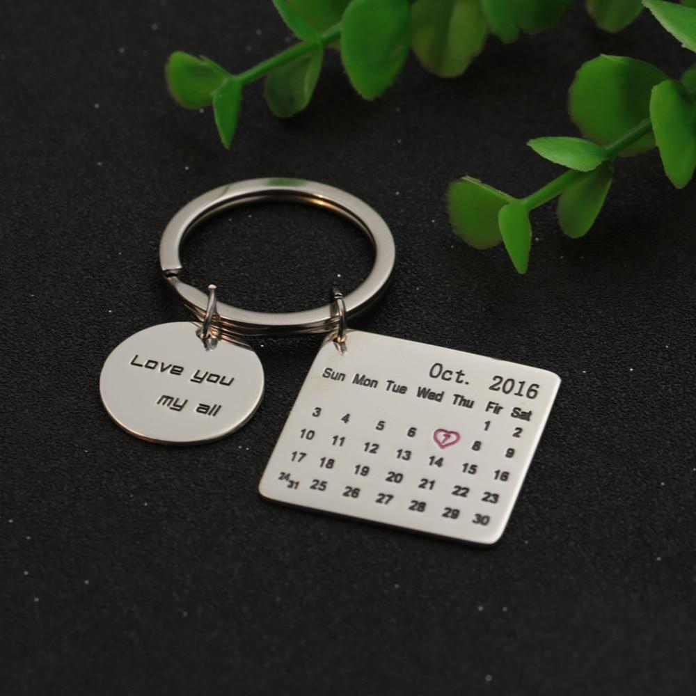 цена на Personalized Calendar Tag Dis KeyChain Customized Memorial Date Round Tag Keepsake Jewelry Birthday Christams Gift