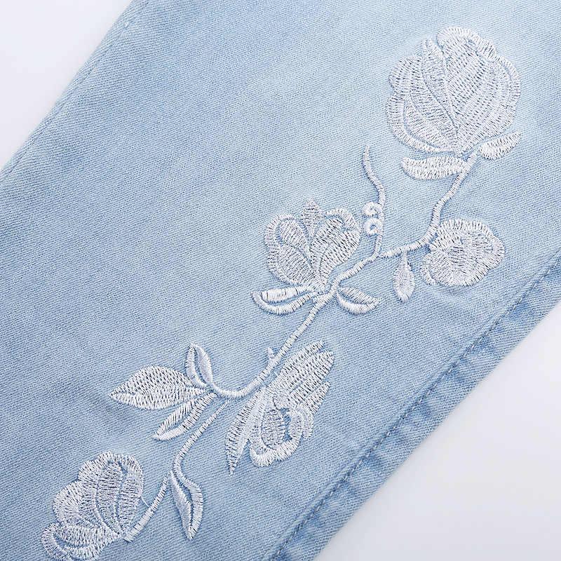 FERZIGE กางเกงยีนส์ผู้หญิงปักลายดอกไม้ Hollow Out Slim Light Blue สุภาพสตรีข้อเท้าความยาวกางเกง Push Up ร้อน