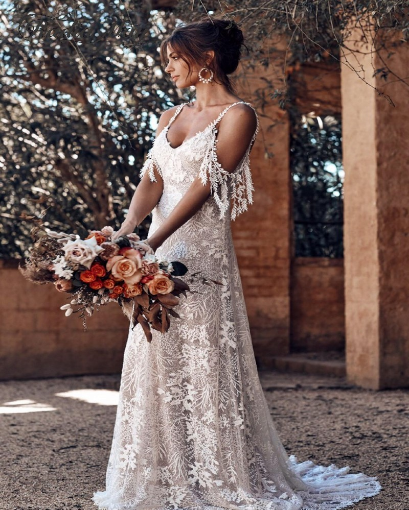 Vintage Lace Off Shoulder Country Wedding Dress with Straps Sexy V-Neck  Open Back Boho Bridal Dresses 10 Beach Wedding Gowns