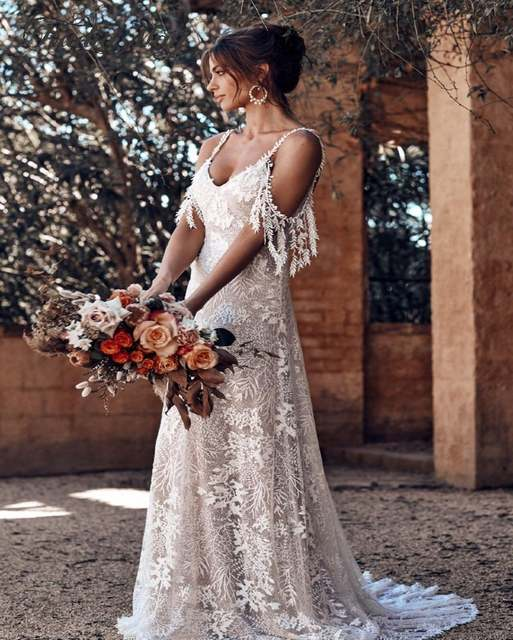 Vintage Lace Off Shoulder Country Wedding Dress With Straps Sexy V