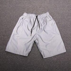 Image 3 - 남성 캐주얼 전체 반사 힙합 반바지 나이트 클럽 댄스 짧은 바지 sportwear 남자 패션 반짝 이는 반바지 버뮤다 masculino 3xl