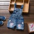 Niñas Jeans Trajes de Primavera Verano 2017 Nuevos niños de Vaquero Pantalones Cortos de la Correa Patrón de Diseño Baby Girl Denim Mono Para 1-8 Y
