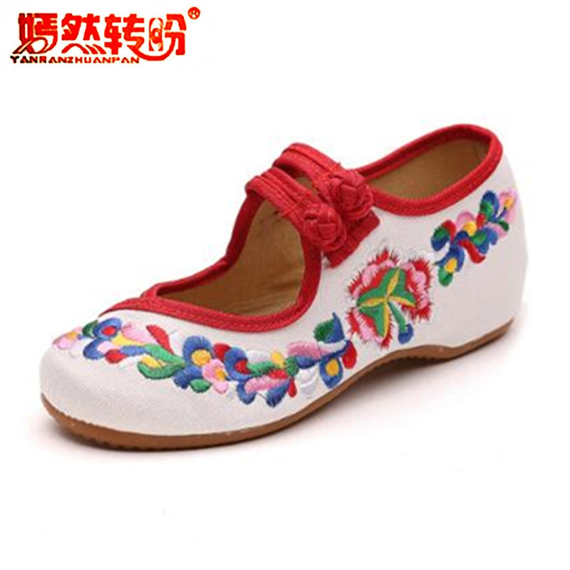 цена Chinese Style Embroidery Flower Flat Shoes Women Soft Cloth Dance Shoes Mary Janes Retro Casual Canvas Flats Loafers Big Size 41