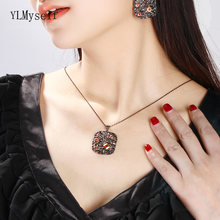 Ожерелье с большой квадратной подвеской и черной цепочкой для
