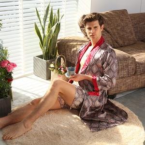 Image 5 - Nouveau peignoir de luxe hommes imprimer grande taille Robe avec short 2 pièces soie Satin pyjamas Kimono maison Robe de bain dété homme chemise de nuit