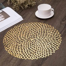 купить Multi-color flower shape pvc hot stamping hollow pad heat insulation non-slip placemat coffee table mat table mat decorative mat по цене 298.95 рублей