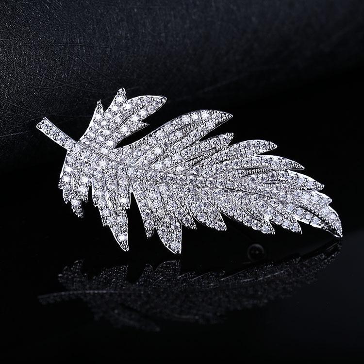 Nouvelle Broche Mujer Vintage Broche érable Broche couleur argent broches pleines de cristal Zircon feuilles unisexe broches pour femmes LB27