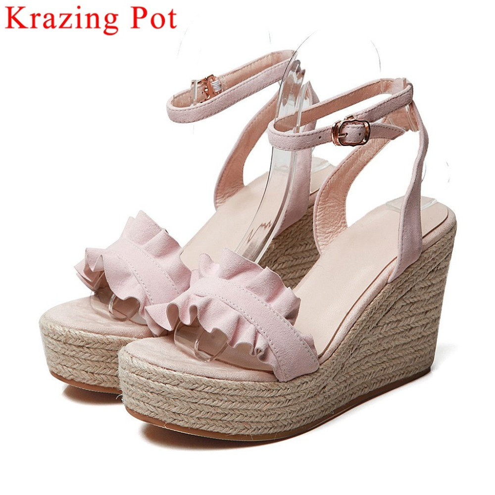 Krazing Pot kid suede wedges platform peep round toe straw decoration buckle strap pleated design super high heels sandals L12Krazing Pot kid suede wedges platform peep round toe straw decoration buckle strap pleated design super high heels sandals L12