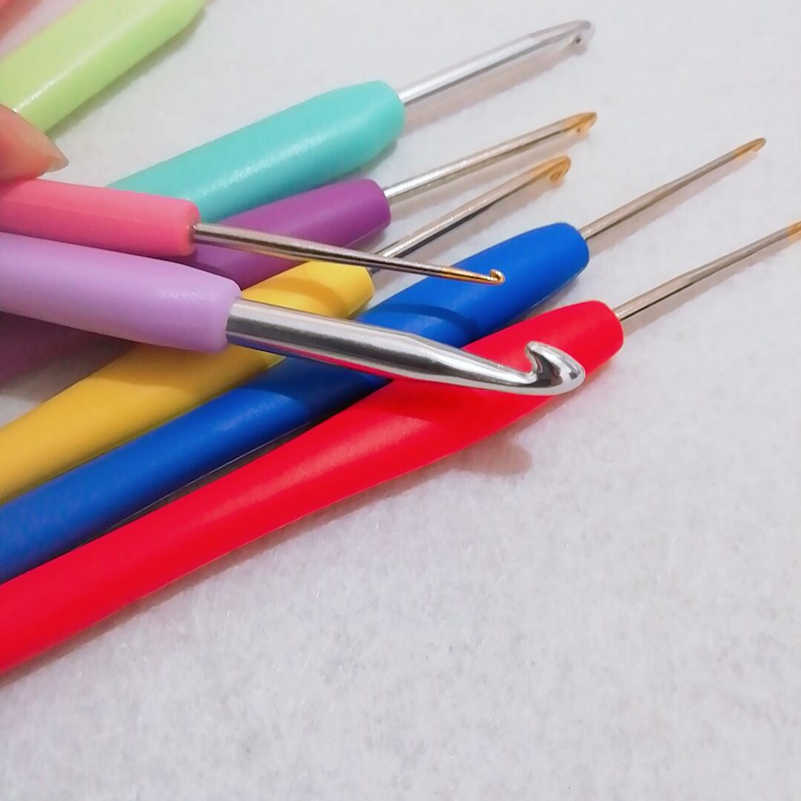 LMDZ 16 قطعة متعدد الألوان إبرة كروشيه مجموعة مزيج أحجام 1.0-6.0 مللي متر الألومنيوم الكروشيه الإبر مع مجموعة علبة طقم مع حقيبة أدوات الحياكة