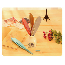 Fashion Korean Stationery Novelty Feather water color brush For Writing Vintage black Signature pen Table Decoration Accessories