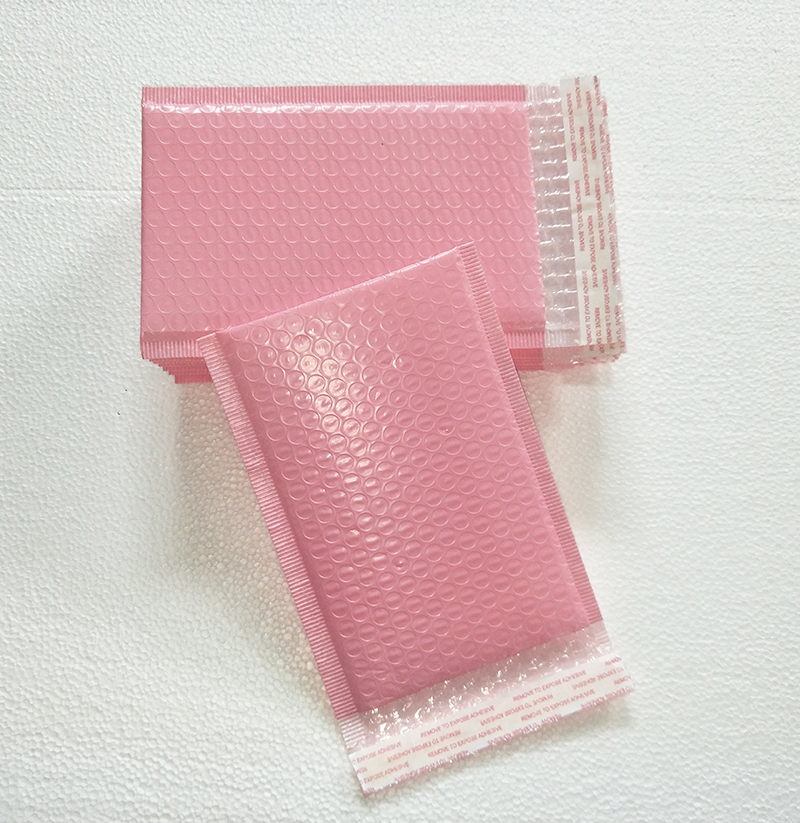 Free shipping 50pcs Usable space 13x20+4cm Light pink Poly bubble Mailer envelopes padded Mailing Bag Self Sealing 1