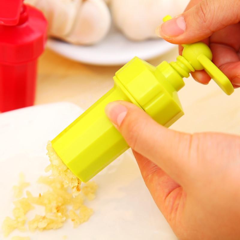1 UNID Plástico Prensa de Ajo Cocina Accesorios Mini Cortador Grinder Crusher Ve