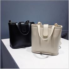 Women Messenger Bags Leather Casual Handbags Female Designer Bag Vintage Big Size Tote Shoulder Bag High Quality Crossbody bags. lanzhixin women leather handbags women messenger bags designer crossbody bag women tote shoulder bag top handle bags vintage 518