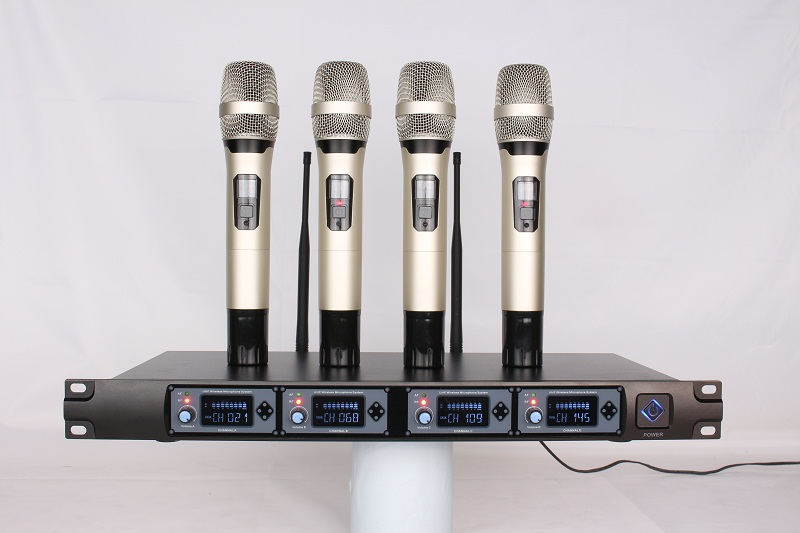 UHF 4 channels wireless microphone system Beautiful No noise anti-interference without distortion for stage KTV,  personal show UHF 4 channels wireless microphone system Beautiful No noise anti-interference without distortion for stage KTV,  personal show