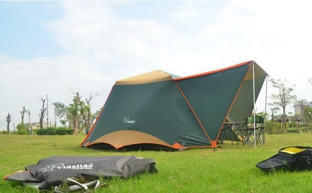 4-Person 4-Season Outdoor Tent with Great Room for Family Camping