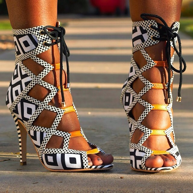 Fábrica real foto laço-up retalhos sandálias branco/preto xadrez cor combinado corte vestido sapatos dedo do pé aberto tiras sandália botas