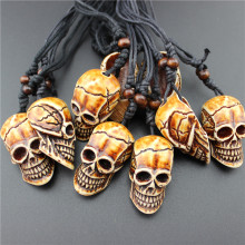 2017 NEW Imposing Imitation Yak Bone Necklace Men 1pcs Carving Awe-inspiring Hiphop Brown Skull Head Pendant Necklace Wholesale
