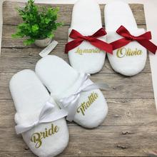 Персонализированные свадебные тапочки с кружевом невесты шлёпанцы для женщин подарок для невесты на заказ; обувь с принтом со девичник стаканчики для вечеринки, подарков