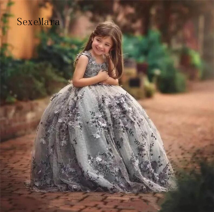 2018 New Princess Flower Girl Dresses Spaghetti Straps Backless Lace Applique Beads 3D Floral Applique Pageant Girls Party Gown flower applique grab bag