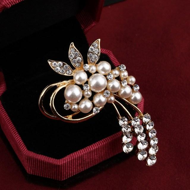 Vintage Austria Crystals / Imitation Pearl Brooch