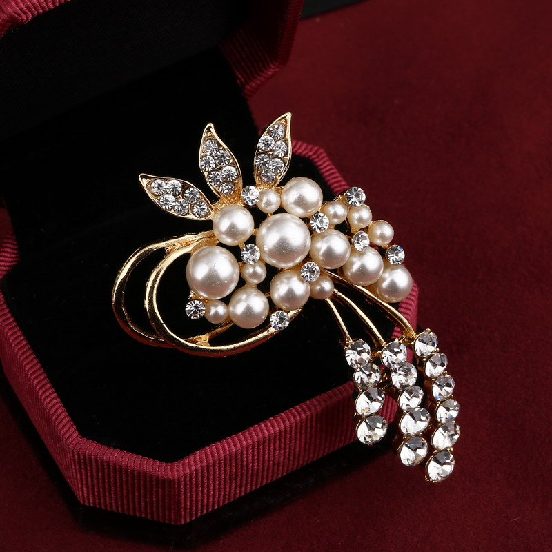 Taxiner 12Pcs Women Brooch Pins Crystal Hijab Scarf Pearl Safety Pin Sweater Shawl Clips