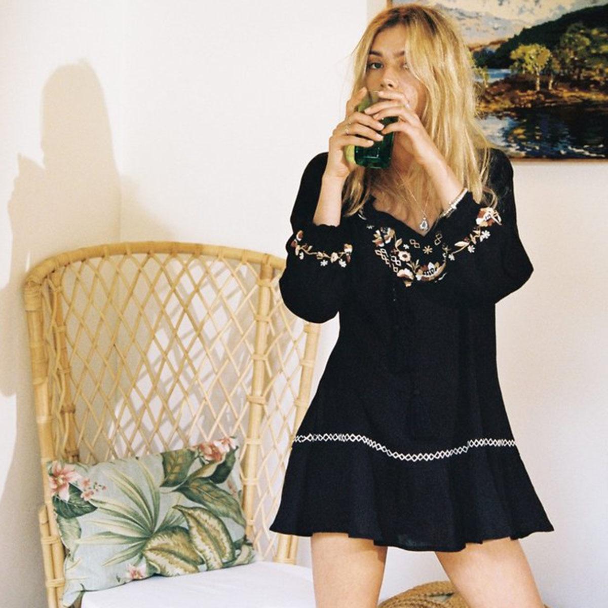 Gitane Plage Mini robe pour femmes Broderie Floral Vintage à manches longues stickers de porte 2019 D'été Sexy Plage Boho Chic robe courte