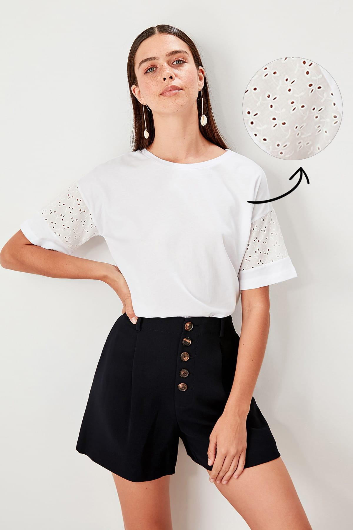 Trendyol White Lace Detail Crop Knitted Blouse TWOSS19BZ0022