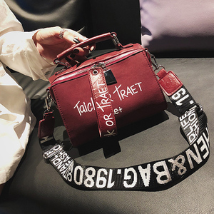 Image 3 - Frauen Peeling Schulter Umhängetasche Handtasche Mode Brief Dekoration Tote Taschen Breiten Gurt Crossbody tasche Für Frauen Sac EIN Haupt