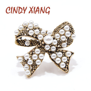 CINDY XIANG Vintage Pearl Bow Brooches for Women Fashion Baroque Style Pins Wedding Corsage Party Accessories Christmas Gift