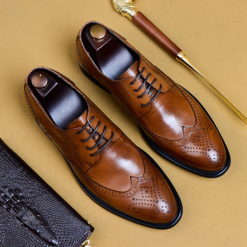 British Designer Genuine Leather Formal Dress Wingtip Brogues Shoes Pointed Toe Derby Mens Wedding Party Oxfords For Male AS124British Designer Genuine Leather Formal Dress Wingtip Brogues Shoes Pointed Toe Derby Mens Wedding Party Oxfords For Male AS124