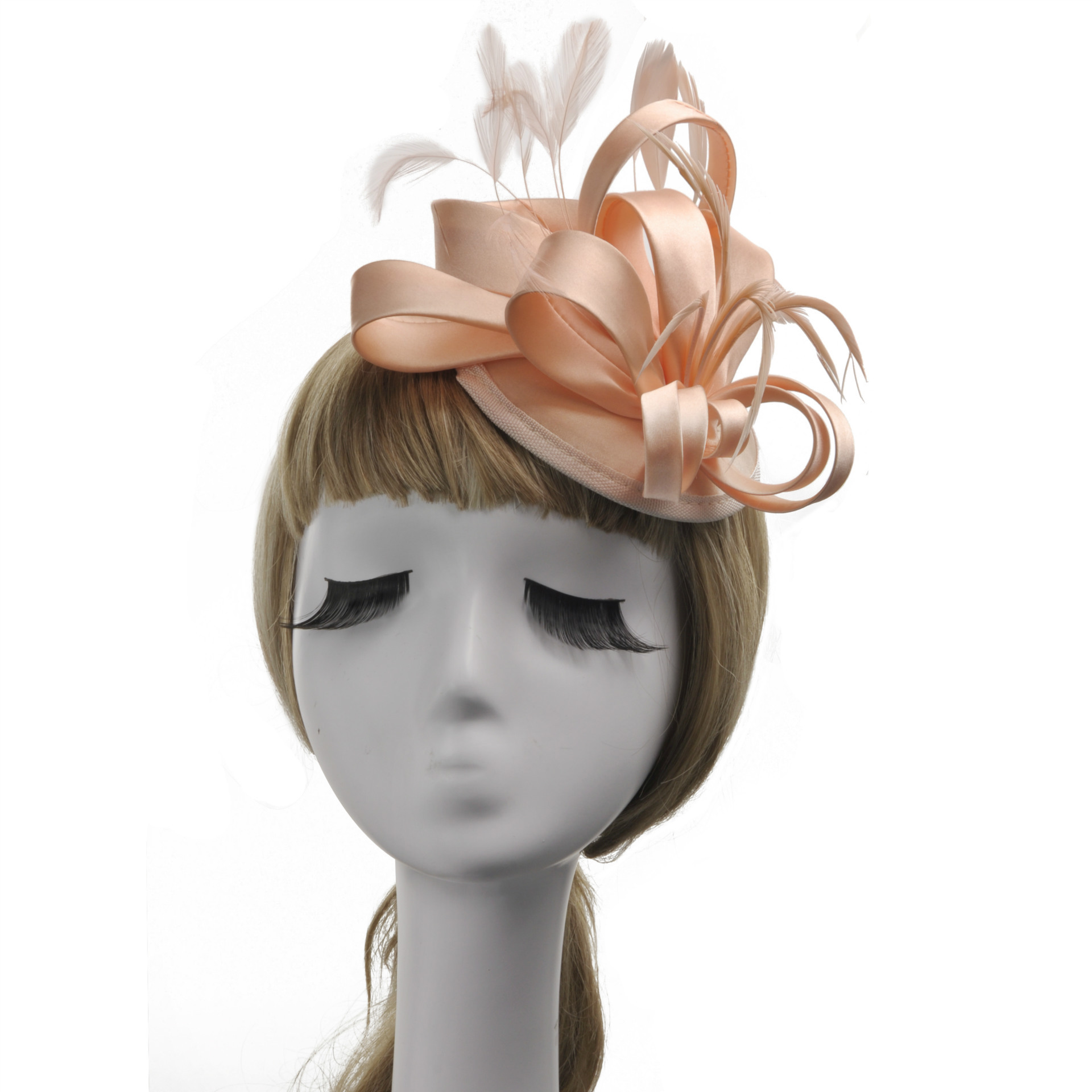 Chapeau style tendance a plumes