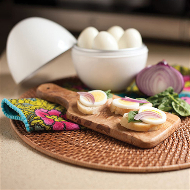 White Ball Shape Microwave 4-6 Eggs Cooker 2