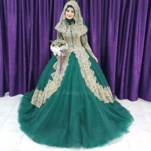Muslim Emerald Green Wedding Dresses With Gold Lace Applique High Neck Long Sleeves Arabic Muslim Ball Gowns Bridal Dress Hijab