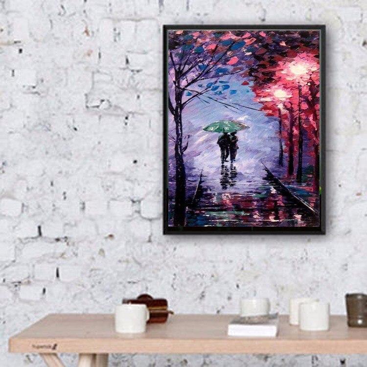 Art mural abstrait fait à la main couleurs romantiques fond violet peinture à l'huile sur toile amant sous parapluie marche sur la route - 2