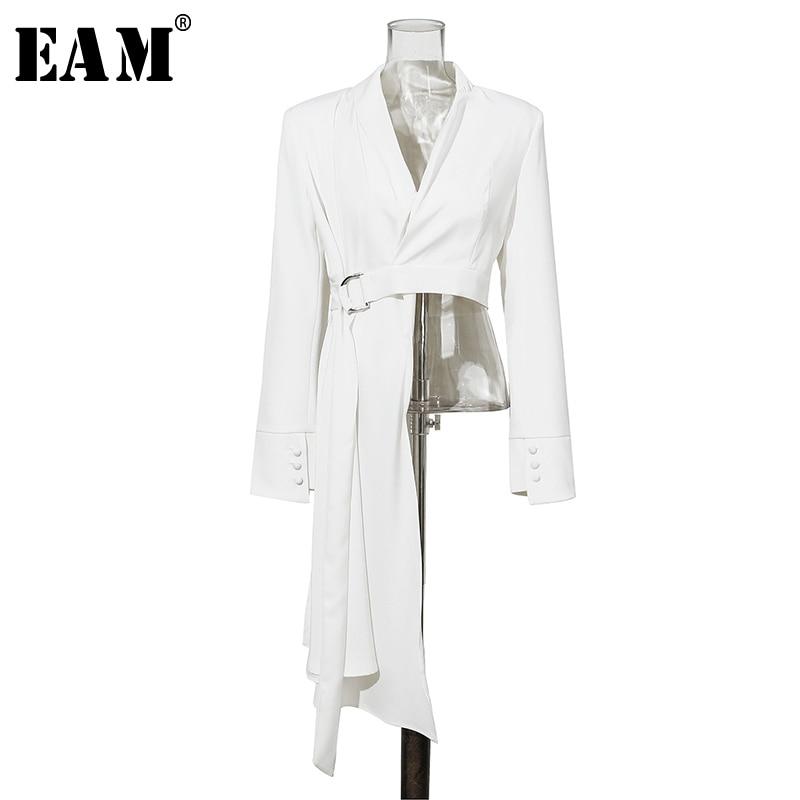 [EAM] 2020 New Spring Autumn V-collar Long Sleeve White Button Belt Spliced Irregular Jacket Women Coat Fashion Tide JX600