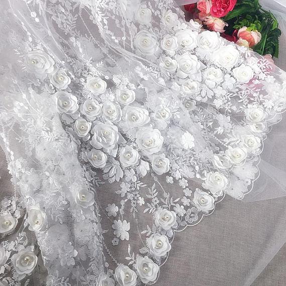 5 ساحات الثقيلة المطرزة الدانتيل النسيج مع 3D الزهور ، تول الدانتيل النسيج مع الأزهار التطريز ، أوف وايت 3d زهرة الدانتيل النسيج-في دانتيل من المنزل والحديقة على  مجموعة 1