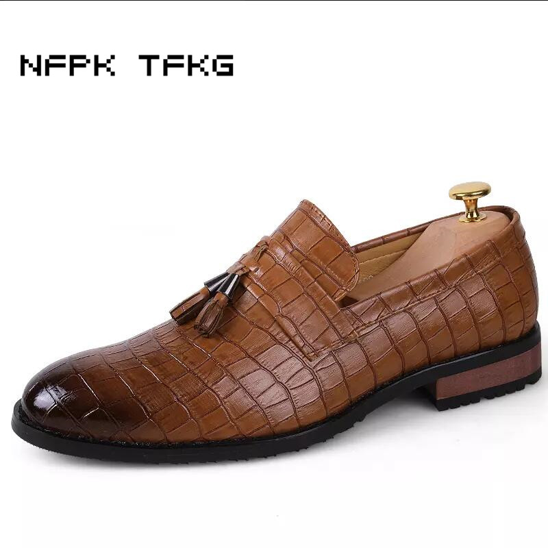 England casual mens party nightclub breathable soft leather bullock shoes tassel slip-on oxfords shoe gentleman loafers zapatos men s leisure stage nightclub velvet leather shoes breathable summer slip on driving flat oxfords shoe teenage young loafers man