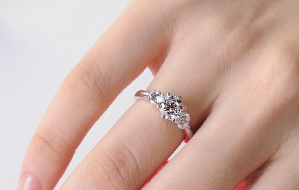 Luxury three stone 2 carat real moissanite engagement ring solid 14k