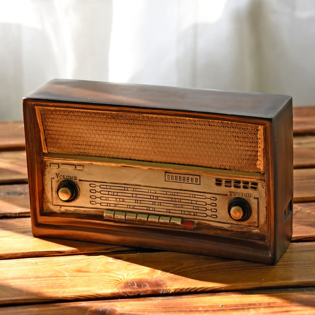 LOFT Style Resin Radio Model Antique Imitation Nostalgia Wireless Ornaments  Craft Bar Home Decor 0687