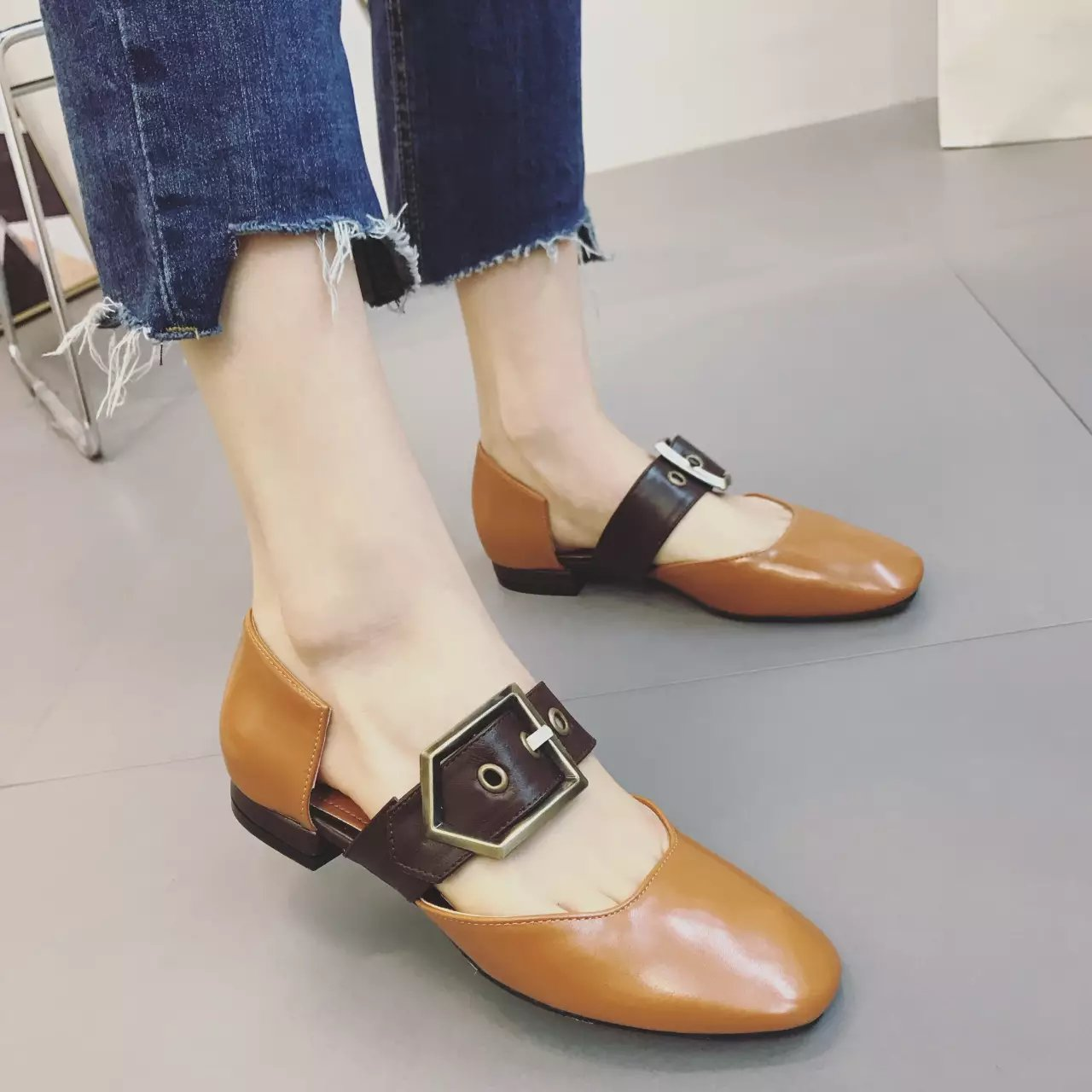 ФОТО 2017 New Spring And Autumn Square Toe Women Flats  Belt Buckle Decorate Mary Janes Shallow Mouth Flat Shoes Beige Brown
