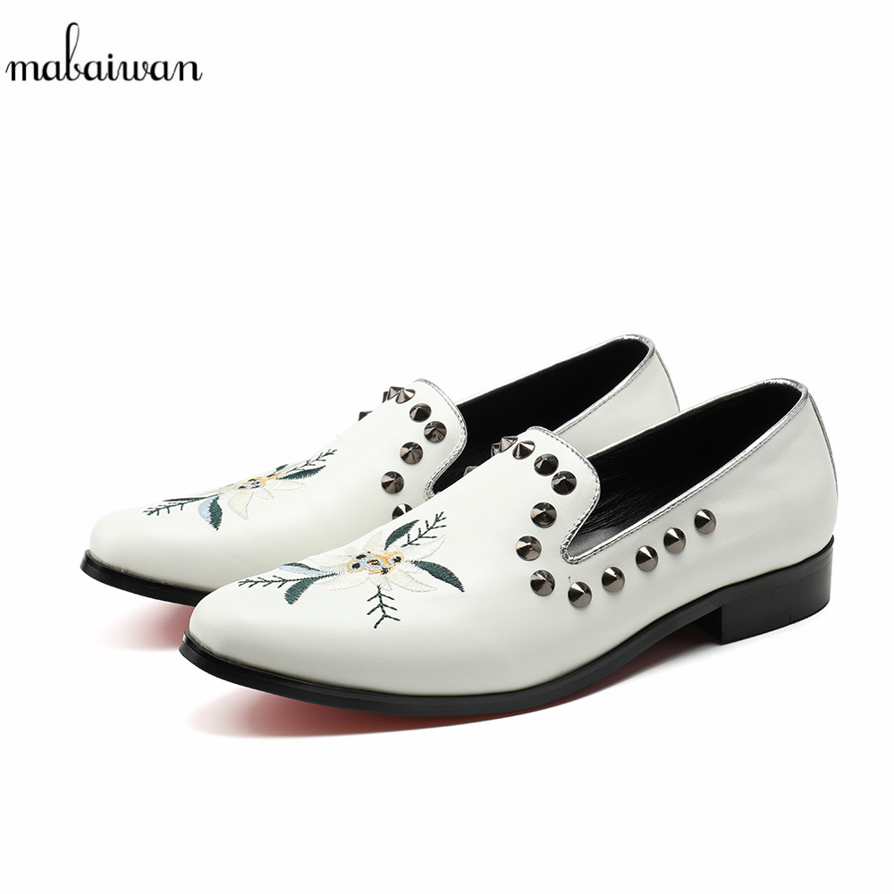 Mabaiwan White Men Shoes Handcrafted Designer Loafers Smoking Slipper Wedding Dress Shoes Men Rivets Party Flats Plus Size 38-46 mabaiwan fashion men shoes handcrafted embroidery flowers designs loafers smoking slipper wedding dress shoes men party flats