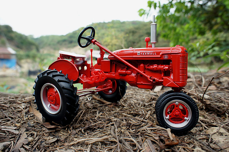 Metal Toy Tractors >> Farmall B Tractor Case Old Metal Farm Vehicle Simulation Model Toy
