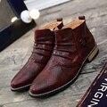 Outono Inverno 2016 Homens Botas Black White Brown Red Pointy homens Tornozelo Botas de Moda Botas Masculinas de Estilo Britânico Padrão Cobra sapatos