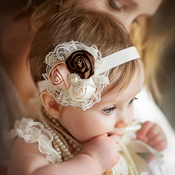 TWDVS Babe Hair Bands Girls Blomster Hår Tilbehør Elastisk Hår Band Rose Flower Pearl Kids Headband Kids Hair Tilbehør W033